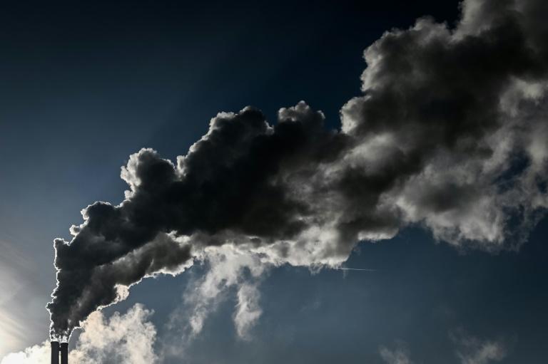 No primeiro semestre, as emissões de CO2 derivadas do transporte caíram 40%, as da produção de energia 22% e as da indústria, 17%
