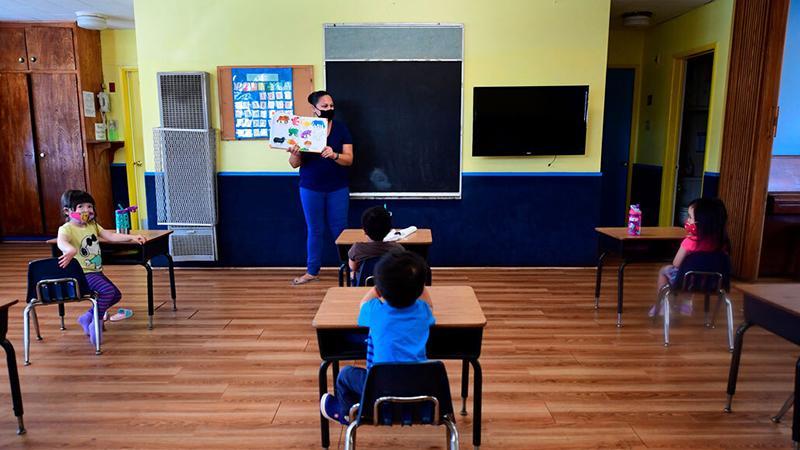 Segundo a entidade, 38 estão com as escolas abertas, 33 com as escolas parcialmente abertas e 25 permanecem com colégios fechados