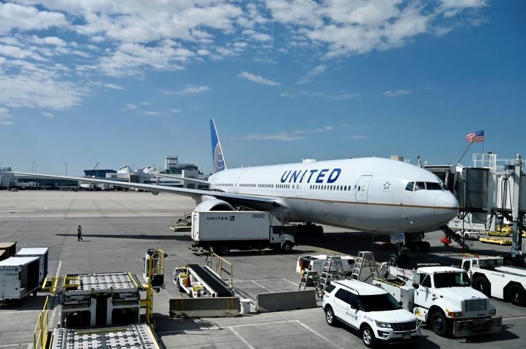 O risco de contaminação por coronavírus em um avião é muito baixo se todos os passageiros usarem máscaras, revelou um estudo realizado a bordo de aeronaves Boeing pelo exército americano
