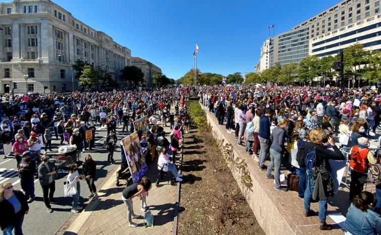 Opositores de Donald Trump manifestam em Washington em 17 de outubro de 2020  (Daniel SLIM/AFP)