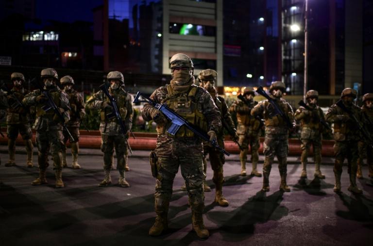 O governo da Bolívia enviou 23.000 policiais e militares para resguardar as eleições deste domingo