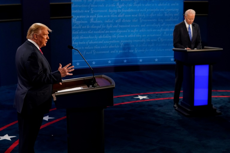 Donald Trump e Joe Biden no último debate dacorrida presidencial, em Nashville