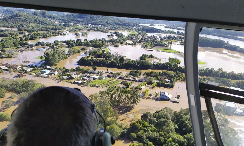 Em virtude do fenômeno, a Marinha do Brasil emitiu nesta segunda-feira (26) alertas de perigo de tempestade para os três estados do Sul e para Mato Grosso do Sul