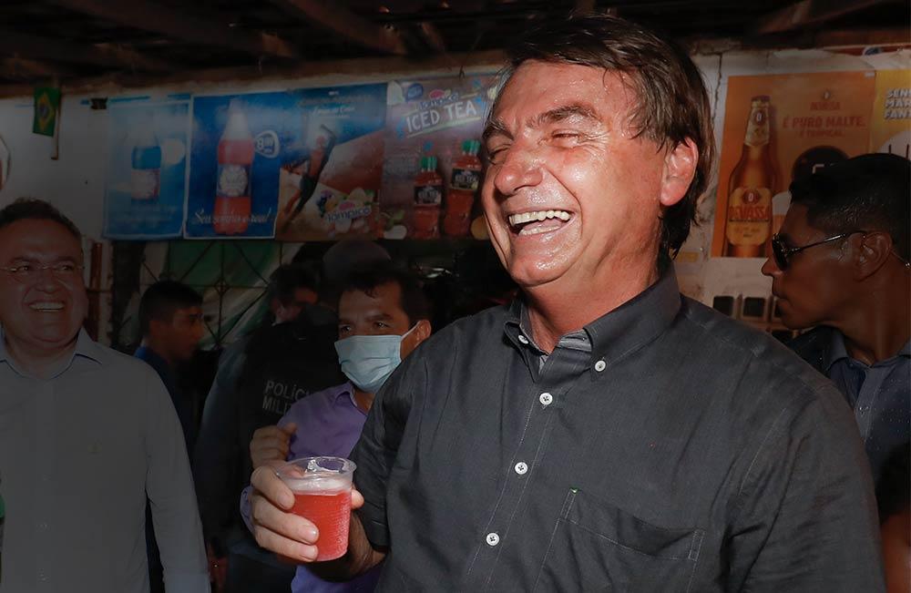 Em nova gafe, Bolsonaro faz piada preconceituosa após tomar guaraná Jesus: 'virei boiola, igual maranhense'