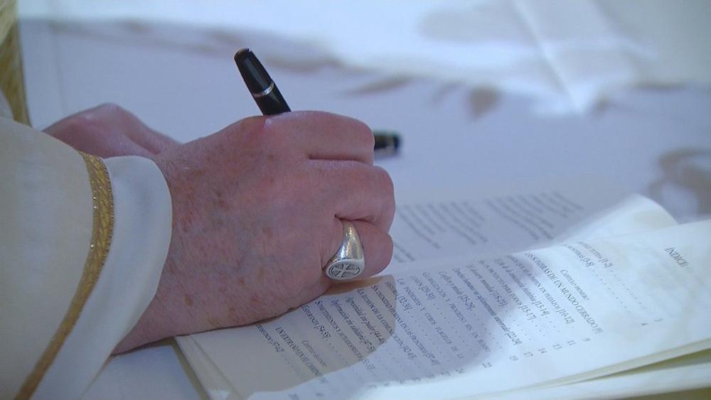 Francisco, no momento da assinatura da Fratelli Tutti em Assis, na Itália, no dia 3 de outubro