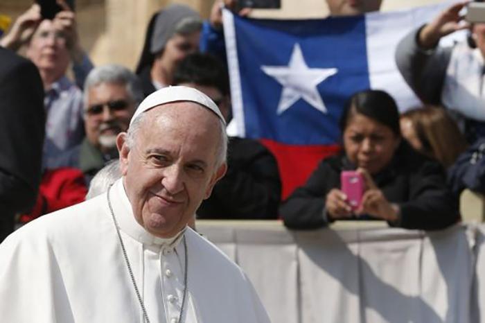 Depois do incêndio de duas igrejas no Chile, internautas brasileiros cobram um parecer de Francisco