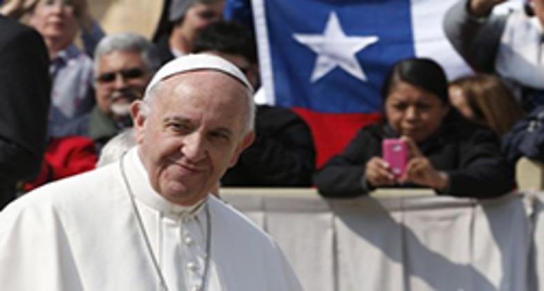 Depois do incêndio de duas igrejas no Chile, internautas brasileiros cobram um parecer de Francisco (AFP)