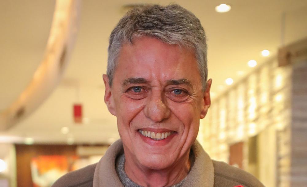 O escritor Chico Buarque concorre na categoria romance com o livro 'Essa gente'