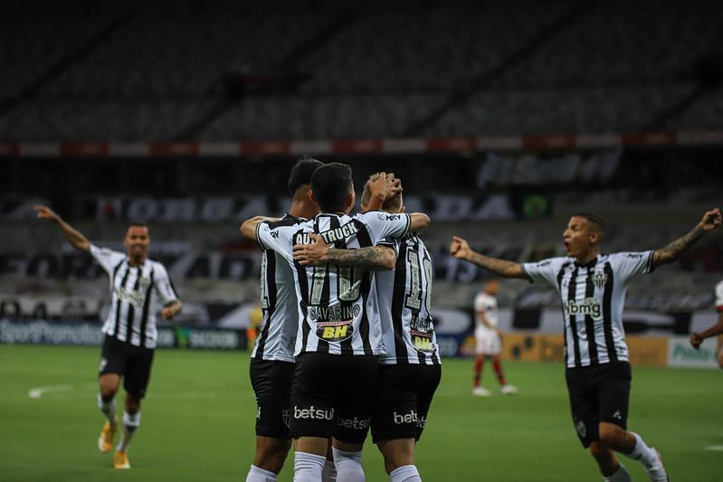 Savarino foi o destaque do jogo com as assistências