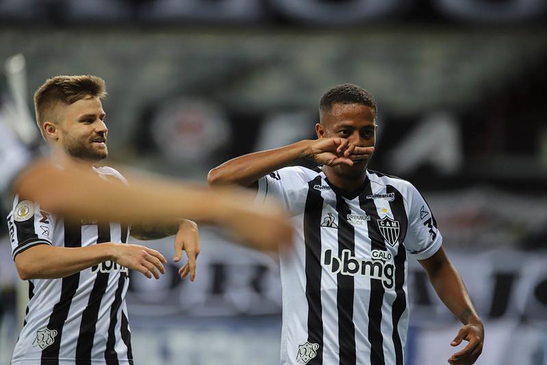 Keno comemora um dos gols do chocolate do Galo sobre o Flamengo