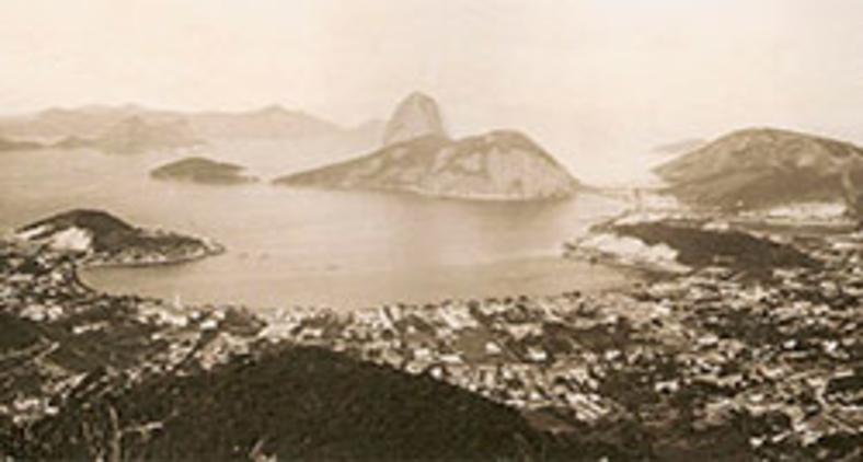 Baía de Botafogo em 1889 (LAGO, Pedro Correa do. Coleção Princesa Isabel: Fotografia do século 19. Capivara, 2008/ Wikimedia)