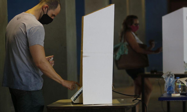 Os estados de São Paulo e Rio de Janeiro apresentaram os maiores índices de abstenção de eleitores no primeiro turno das eleições municipais