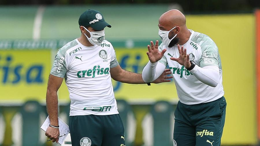 Técnico Abel Ferreira ( à esquer) tem vários problemas em razão da covid-19