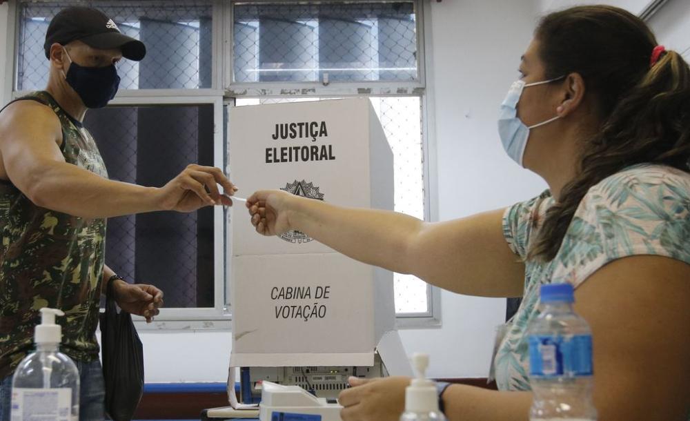 No Rio, um dos maiores índices de abstenção do país entre as capitais (30%), muita gente deixou de votar, mas as praias estavam cheias