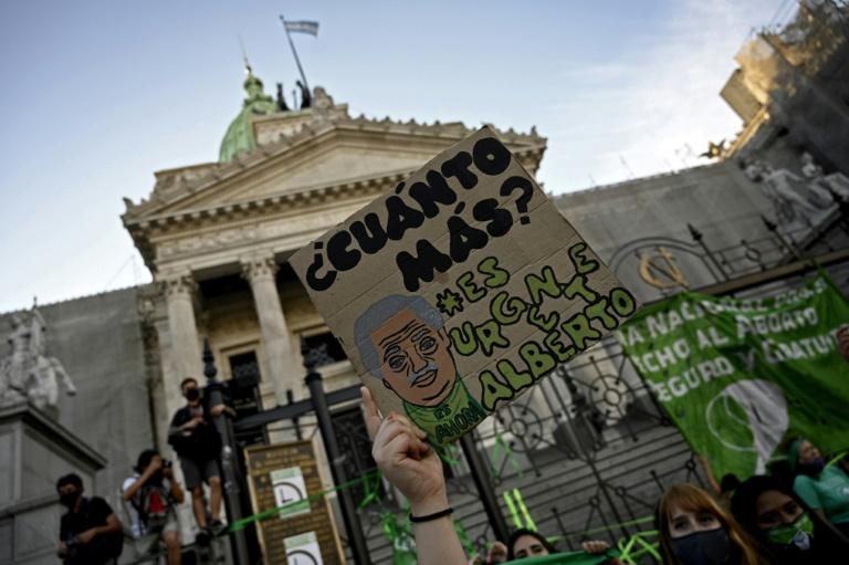 Manifestação pró-aborto em frente ao Congresso argentino, em Buenos Aires