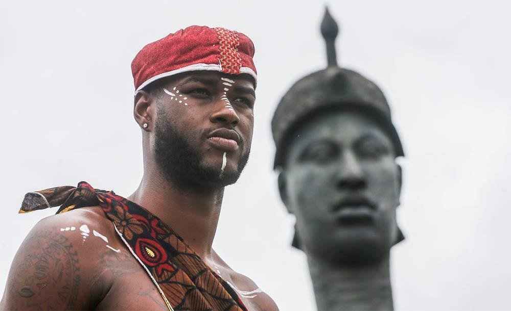 Desde 2003, uma lei federal obriga que as escolas incluam o ensino de história e cultura africanas e afro-brasileiras em suas aulas.