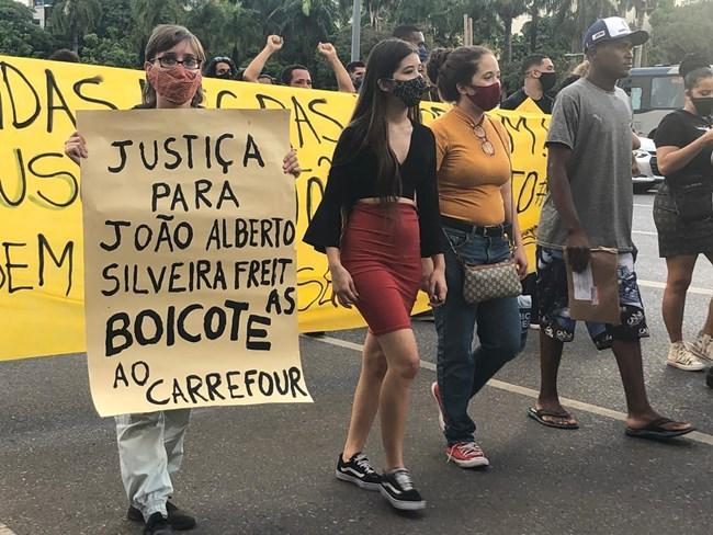 Mesmo com a pandemia, manifestantes foram às ruas de Belo Horizonte