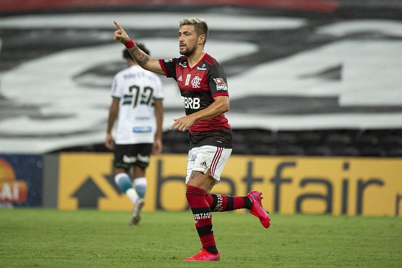 Uruguaio acredita na volta do bom futebol no Flamengo