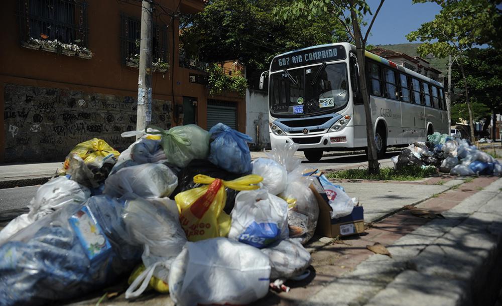 Ao menos quase dois mil municípios ainda usam lixões ou aterros irregulares, segundo pesquisa da Confederação Nacional de Municípios (CNM)