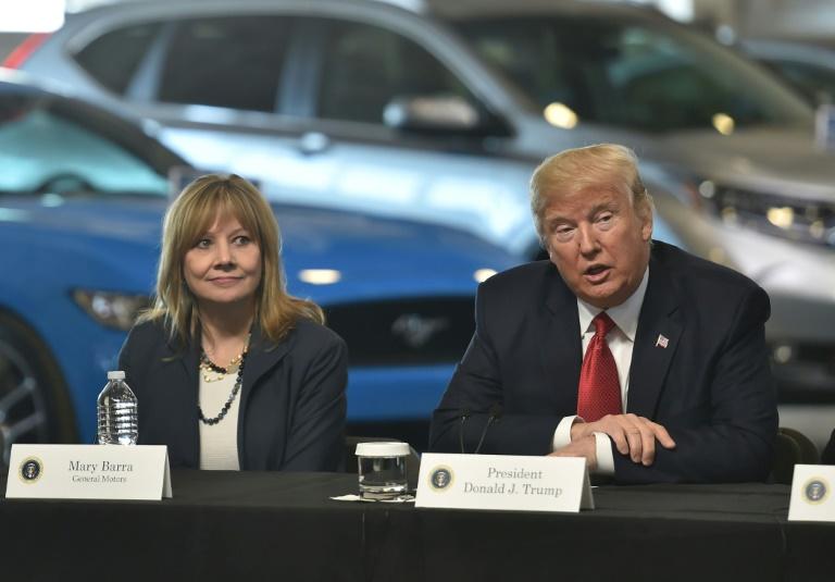 (Arquivo) A executiva Mary Barra e o presidente Donald Trump