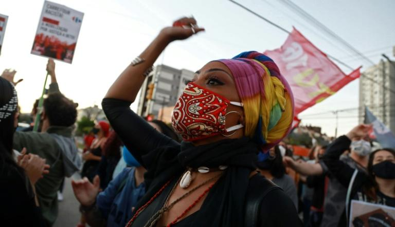 Pessoas protestam pela morte de João Alberto Silveira Freitas em Porto Alegre, em 23 de novembro de 2020
