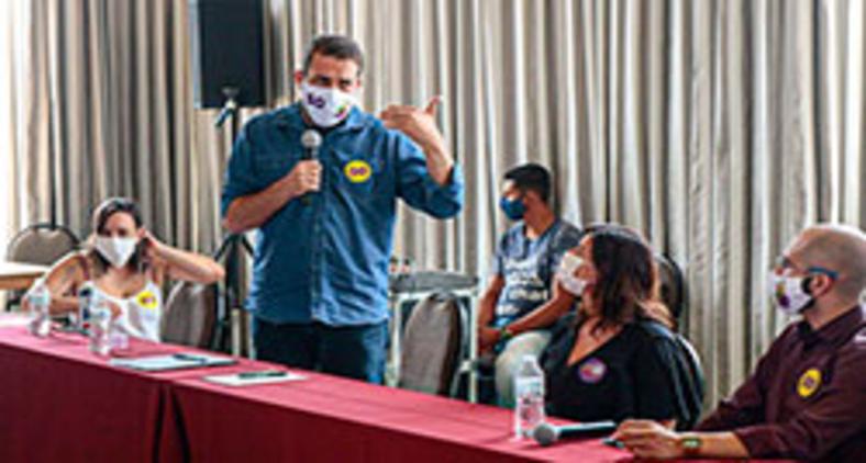 Candidato à prefeitura de São Paulo Guilherme Boulos se encontra com servidores da área da segurança pública em novembro de 2020 (Leandro Vaz)