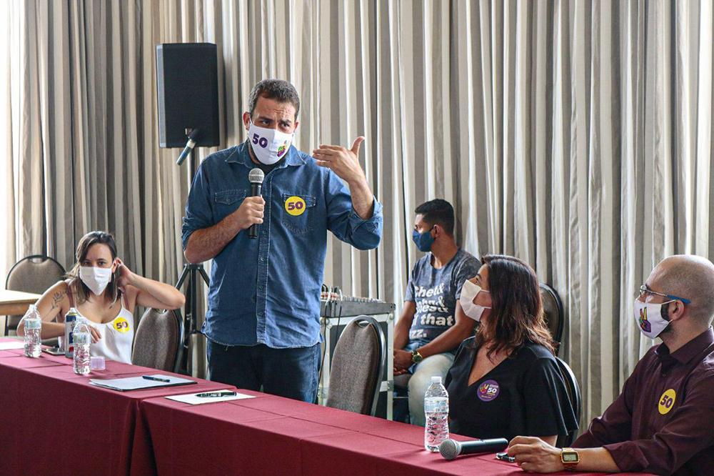 Candidato à prefeitura de São Paulo Guilherme Boulos se encontra com servidores da área da segurança pública em novembro de 2020