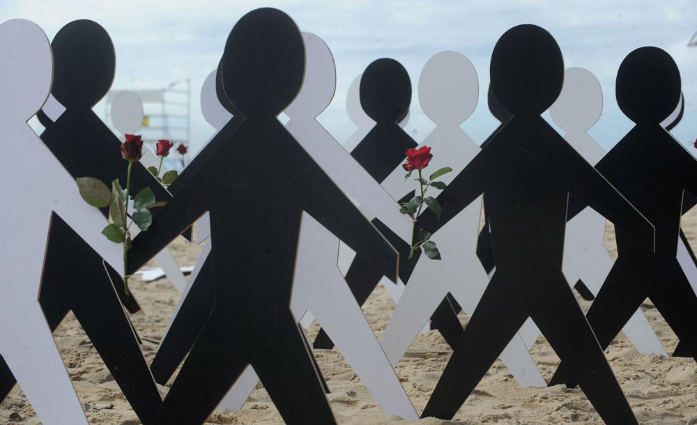 Protesto contra o racismo na Praia de Copacabana, no Rio