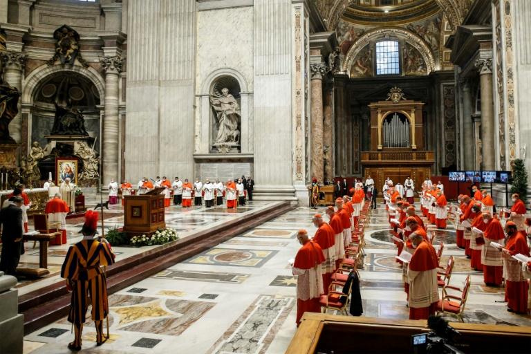 Cerimônia de posse de 13 novos cardeais na Basílica de São Pedro, no Vaticano