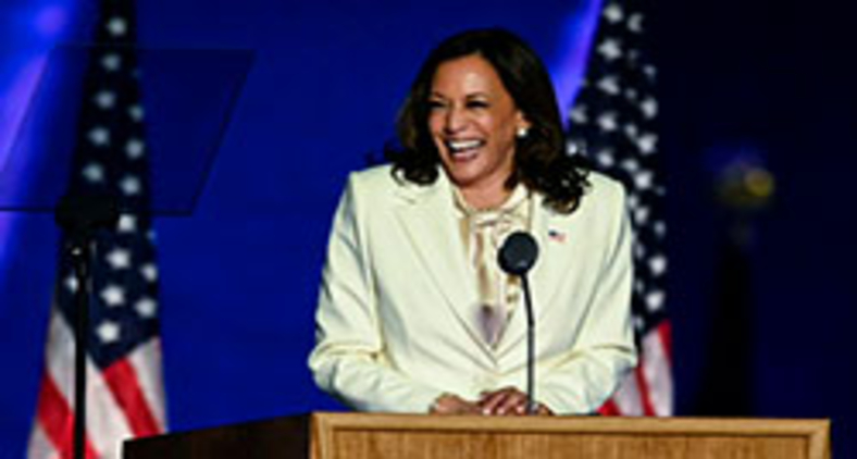 Vice-presidente eleita Kamala Harris pronuncia seu discurso de vitória em Wilmington, Delaware, em 7 de novembro de 2020 (Jim WATSON/AFP)