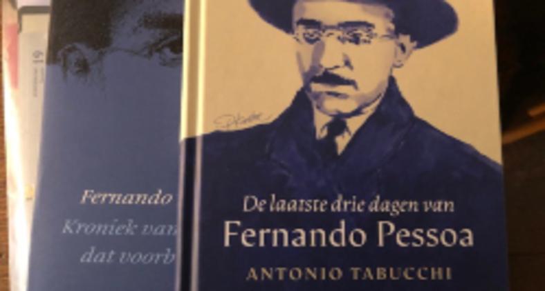 Fotografia do livro 'Os últimos três dias de Fernando Pessoa', de Antonio Tabucchi, na sua versão em holandês (Lev Chaim)