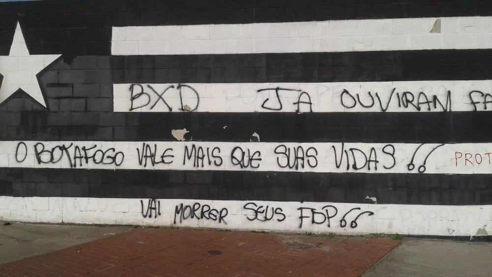 Jogadores do Botafogo foram ameaçados de morte pela torcida