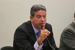 Escolhido por Bolsonaro para disputar a Câmara está envolvido em esquema de rachadinha, assim como o senador Flávio Bolsonaro (Fabio Rodrigues Pozzebom / Agência Brasil)