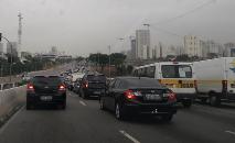 Para 64% dos entrevistados, o uso de veículos particulares piora a mobilidade urbana e, para 68%, a existência de carro por aplicativo diminui a necessidade de ter veículo próprio (Carlos Amoroso/FotosPublicas)