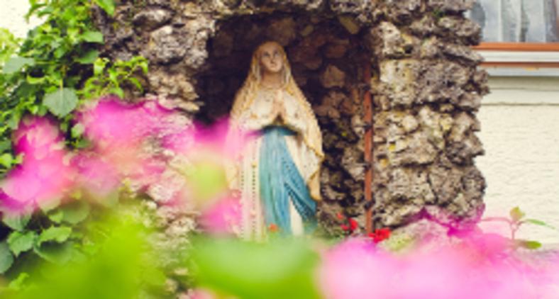 O catolicismo reservou um lugar todo especial à Maria: na devoção popular, na devoção oficial, na teologia (Markus Spiske / Unsplash)
