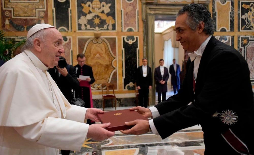 O pontífice recebe as credenciais de 10 embaixadores na Santa Sé
