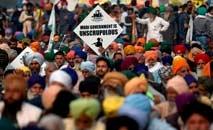 Milhares de agricultores ameaçam bloquear acesso a Nova Délhi (AFP)