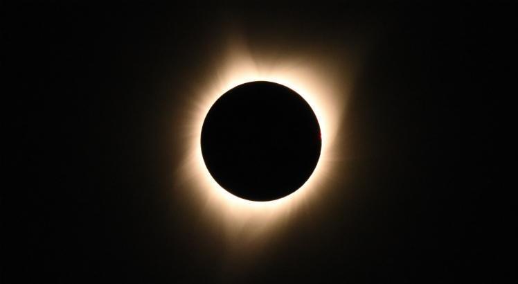 o eclipse solar de hoje poderá ser visto em boa parte da Região Centro-Oeste e em uma pequena parte das regiões Norte e Nordeste, mas será visível em todo Sul e Sudeste brasileiro, desde que o céu não esteja encoberto