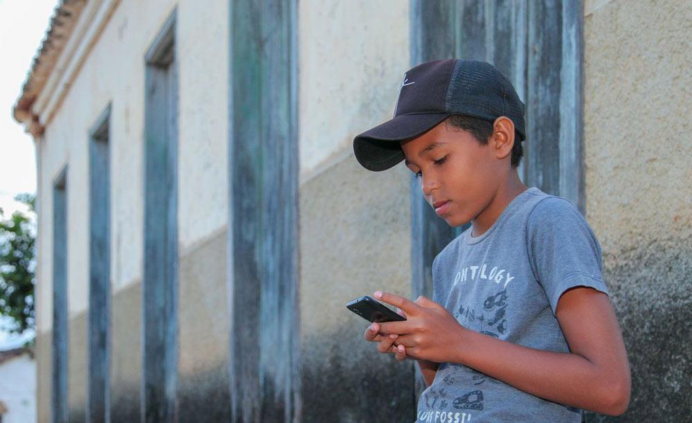 A internet vai possibilitar aos alunos da vila ter aulas à distância