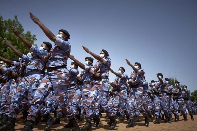 Soldados do Mali durante cerimônia de 60 anos da independência do país africano, em Bamako