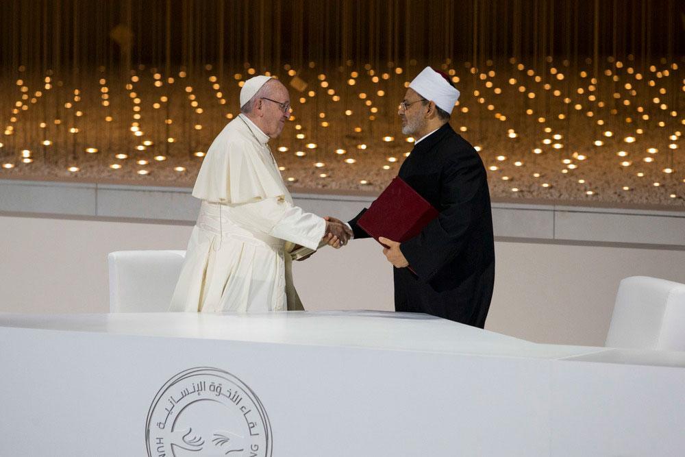 O papa Francisco e Ahmed el-Tayeb, em fevereiro de 2019, depois da assinatura do documento sobre a fraternidade humana, em Abu Dhabi