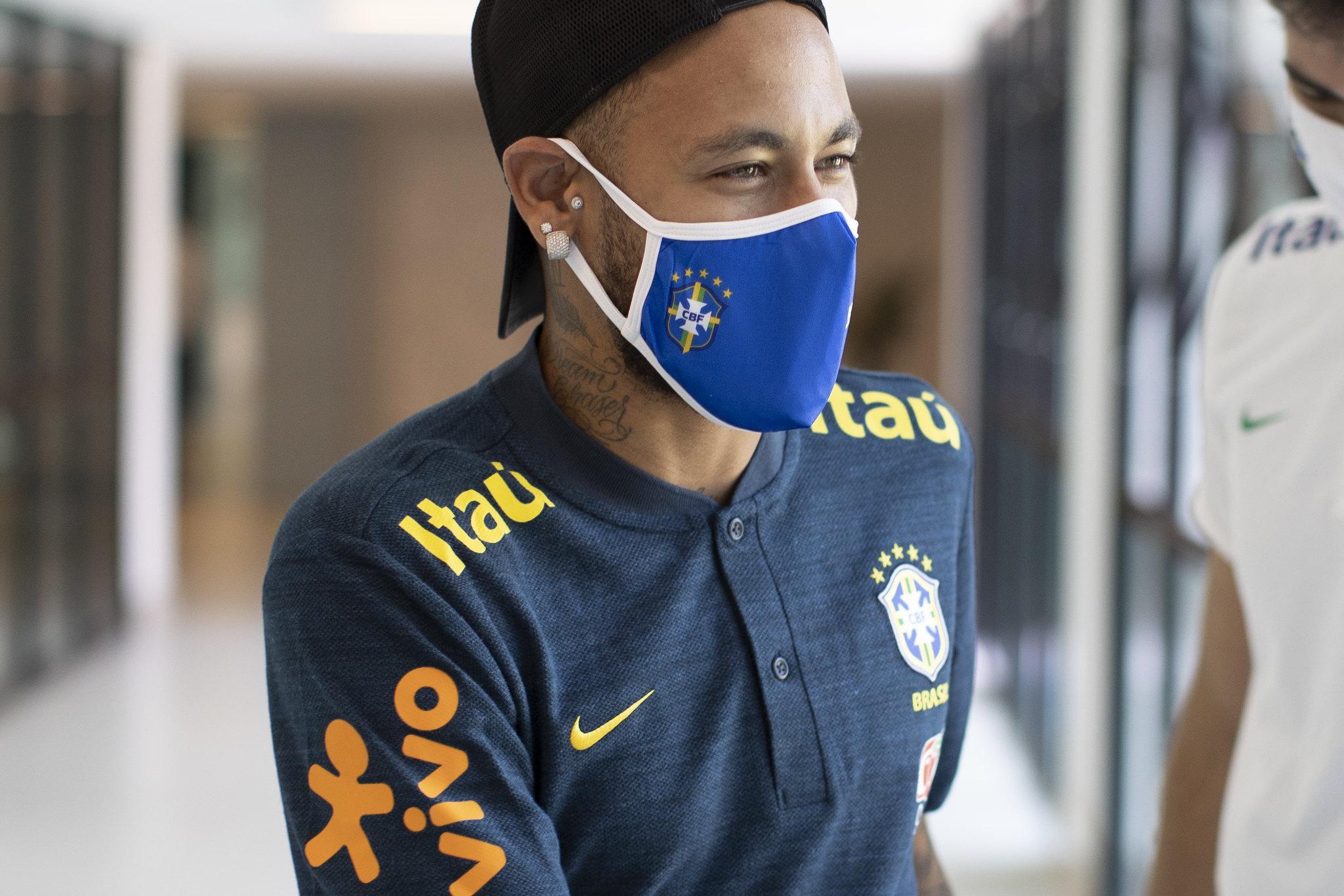 Jogador da Seleção Brasileira mostra descaso com os mais de 190 mil mortos pela Covid-19 no Brasil