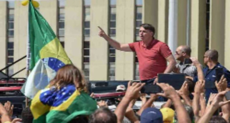 Em plena pandemia, Bolsonaro promoveu aglomerações, menosprezou riscos e expôs seus próprios apoiadores (Evaristo Sá/AFP)