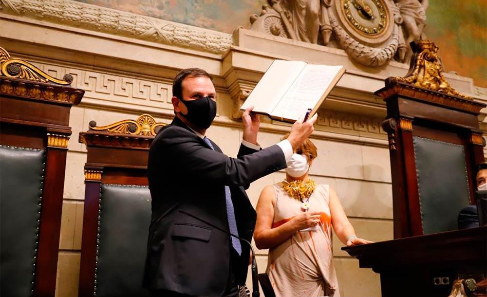 Em seu discurso, prefeito cita publicação de decretos e medidas que também vão ajudar no combate à pandemia. X