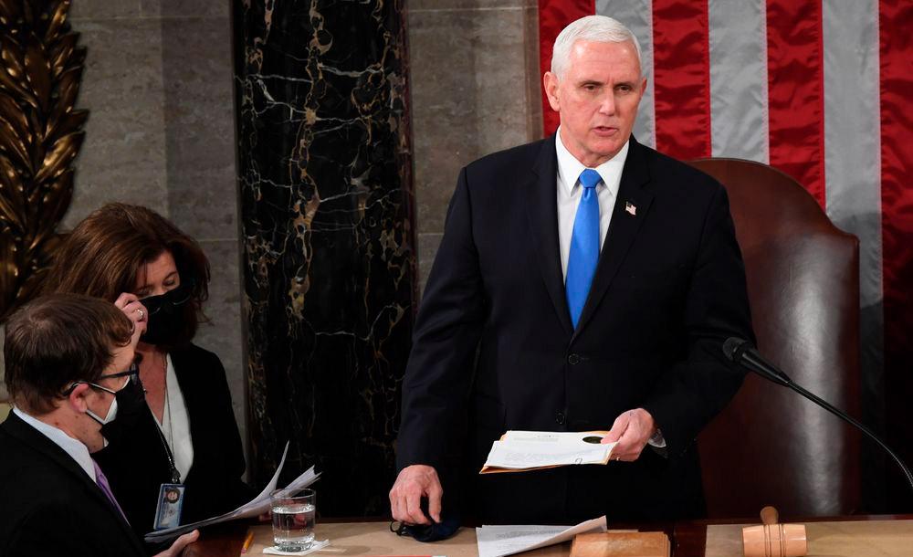 O vice-presidente Mike Pence formaliza a nomeação de Biden como presidente eleito