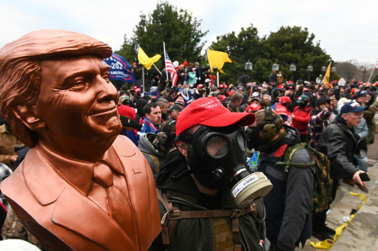 Apoiadores de Donald Trump invadiram Capitólio