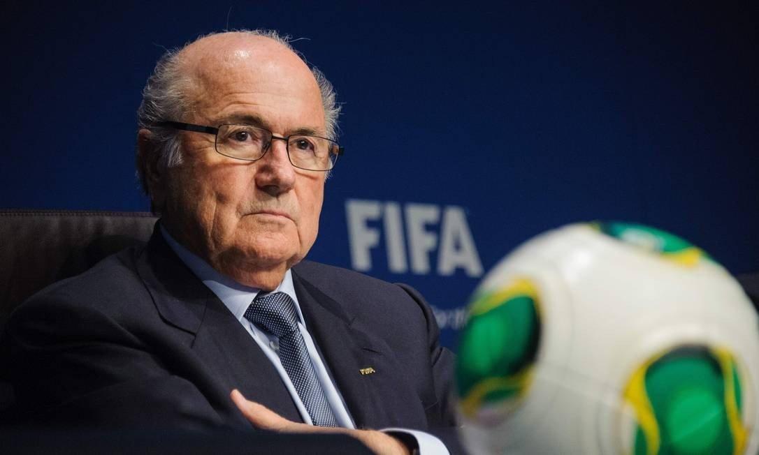 Em 2015, Blatter renunciou à presidência da Fifa ao ser acusado de corrupção