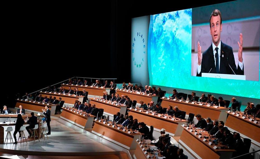 O presidente da França Emmanuel Macron discursa durante o One Planet Summit
