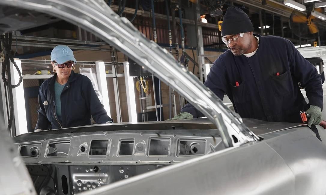 A decisão de fechar as linhas de manufaturas brasileiras segue uma reestruturação dos negócios na América do Sul
