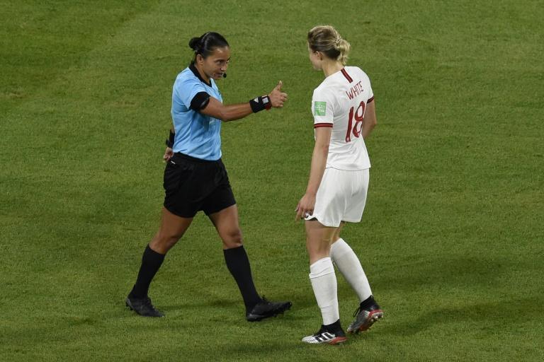 Edina Alves foi chamada pela Fifa para apitar o Mundial de Clubes no Catar